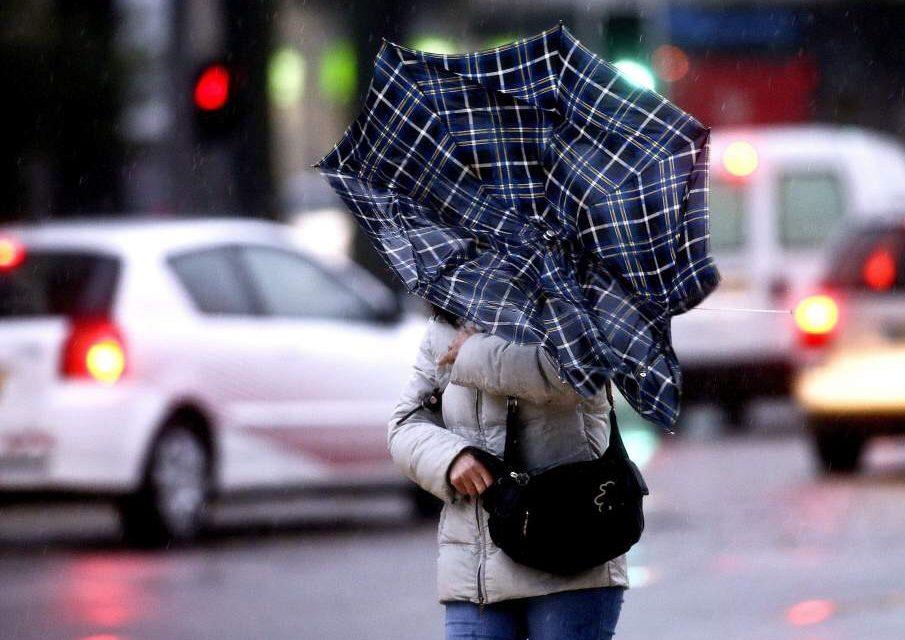 Nostalgia y desfile con lluvias
