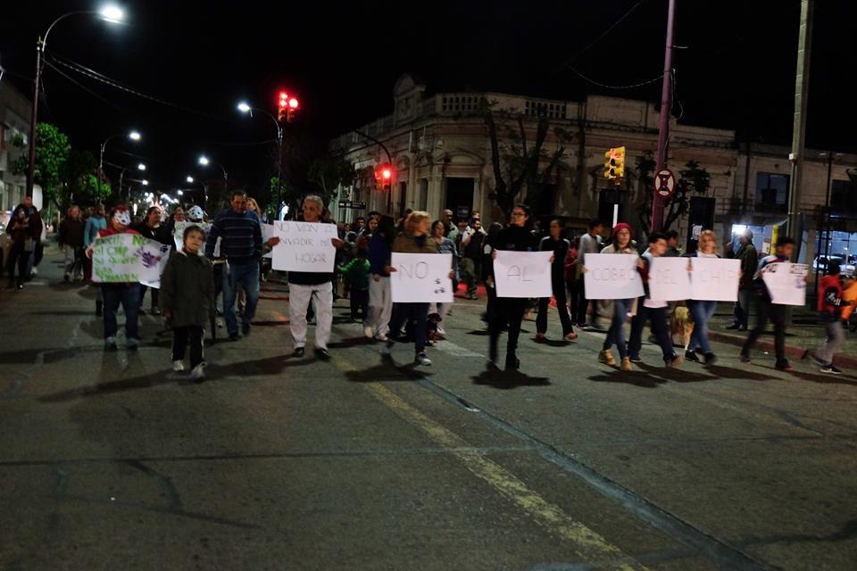 Se realizó en Artigas marcha contra el CHIPEADO obligatorio de perros