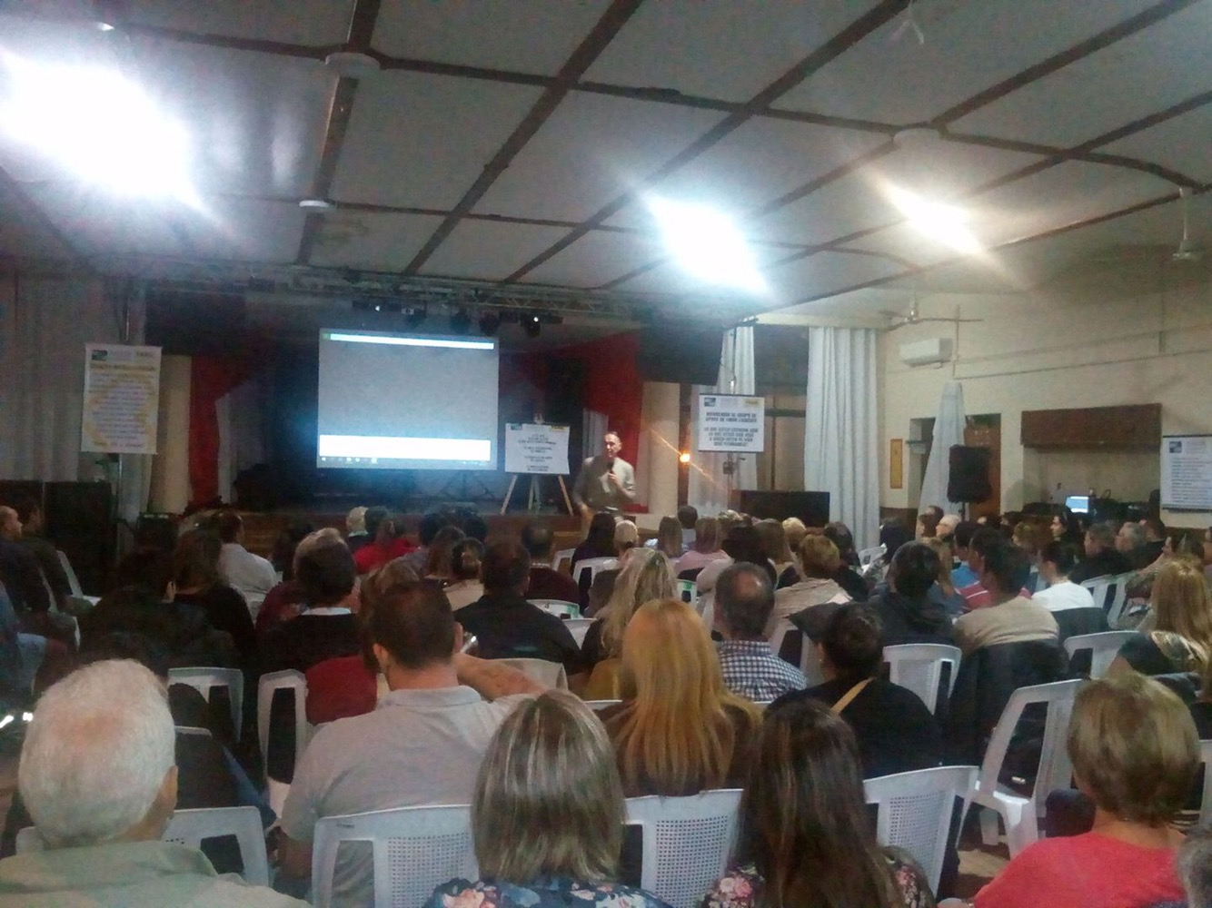 El conocido «Tato»López realizó charla sobre las adicciones en Artigas