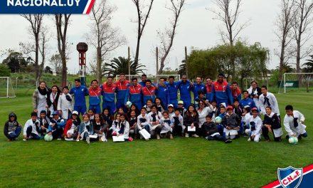 Alumnos de la Escuela 28 de Sequeira visitaron Montevideo;fueron recibidos por los jugadores de Nacional en Los Cespedes
