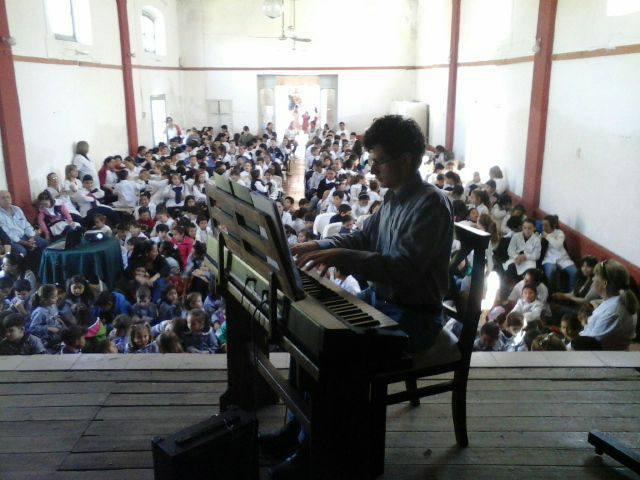 El pianista Dardo Andrés Arbiza brindó un concierto para alumnos escolares