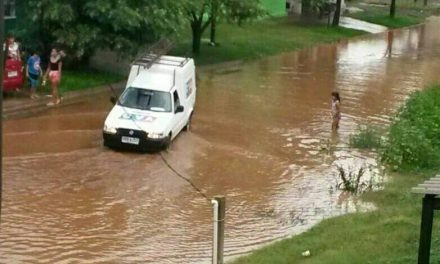 La calle 12 de Septiembre quedó como un río