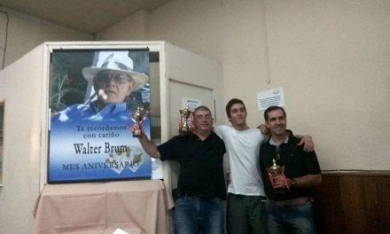 Se realizó campeonato de truco en memoria de Walter Brum