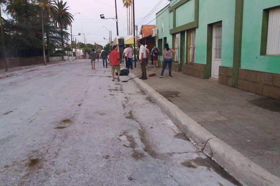 VECINOS DE TOMÁS GOMENSORO COLABORARON CON LA LIMPIEZA LUEGO DE LOS DESFILES DE CARNAVAL
