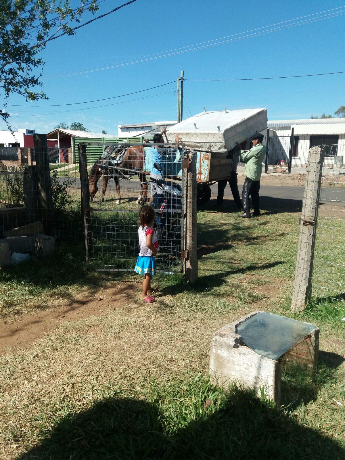 FAMILIA DE BARRIO CALA RECIBIÓ VARIAS DONACIONES