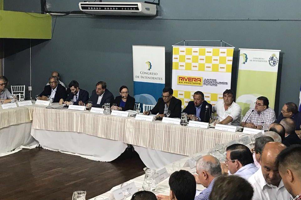 INTENDENTE CARAM ABRE REUNIÓN DEL CONGRESO DE INTENDENTES POR FREE SHOPS