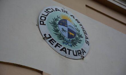 POLICÍA BRASILEÑA JUNTO A EFECTIVOS DE INVESTIGACIONES DE ARTIGAS RECUPERARON EL ARMA QUE HABÍA SIDO ROBADA A UN EFECTIVO POLICIAL.