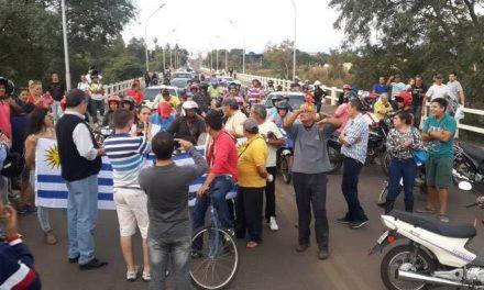 VECINOS SE CONVOCAN A TRAVÉS DE LAS REDES SOCIALES PARA CORTAR EL PUENTE INTERNACIONAL COMO EN 2015