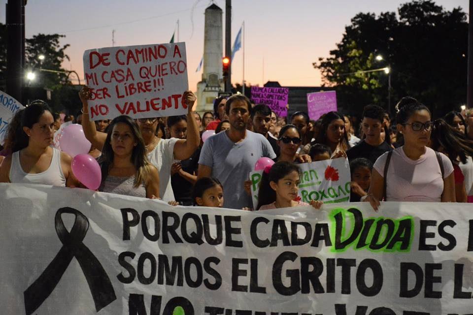 FAMILIARES, AMIGOS Y GRUPOS FEMINISTAS MARCHARON POR ROSANA