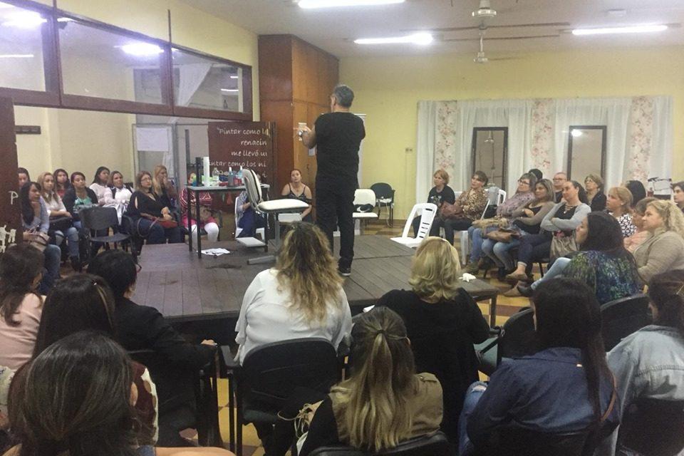 EL RECONOCIDO ESTILISTA FABIAN SCIUTO BRINDÓ UN TALLER EN LA UTU DE ARTIGAS