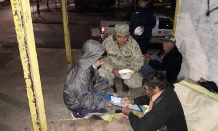 MIDES, EJERCITO Y POLICIAS COMUNITARIOS REPARTEN ALIMENTOS CALIENTES Y REALIZAN RELEVAMIENTO ANTE OLA DE FRÍO