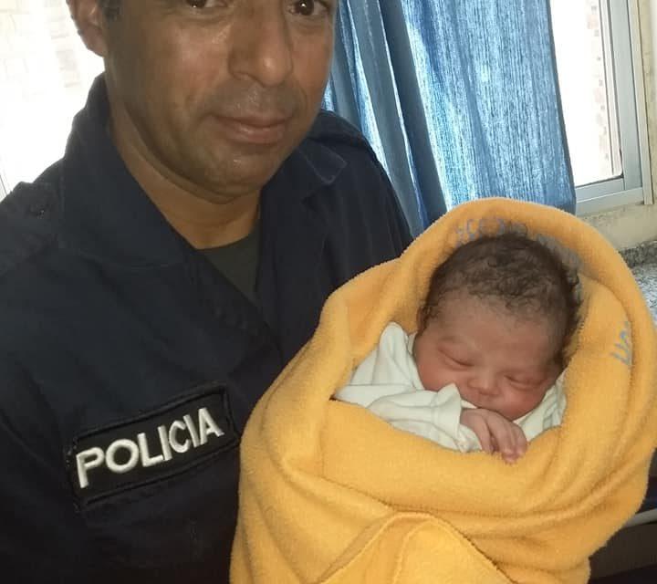 EFECTIVOS POLICIALES DE LA SECCIONAL 5TA ATENDIERON UN PARTO EN PATRULLERO