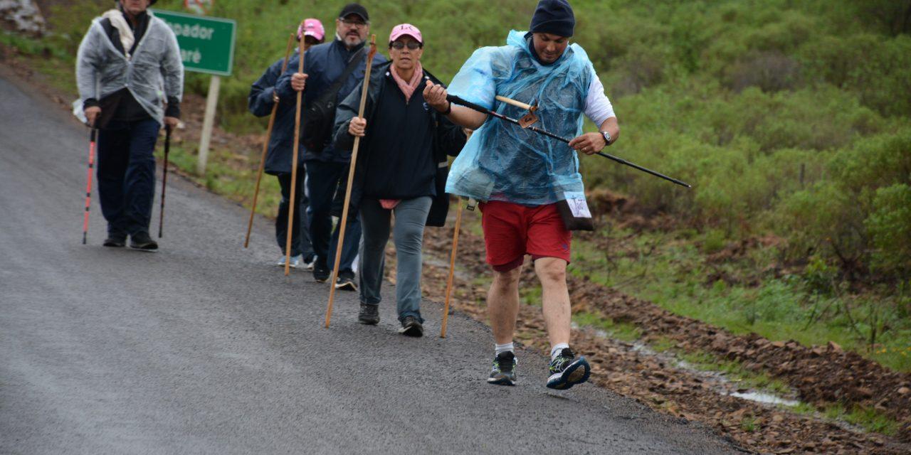 FIELES CATÓLICOS CAMINAN TRAS LA HUELLA DE JACINTO