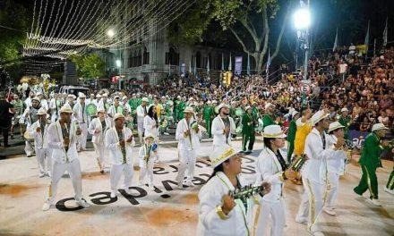 CON LA PARTICIPACIÓN DE MUCHOS ARTIGUENSES SE REALIZÓ EN MONTEVIDEO EL DESFILE DE ESCUELAS DE SAMBA.