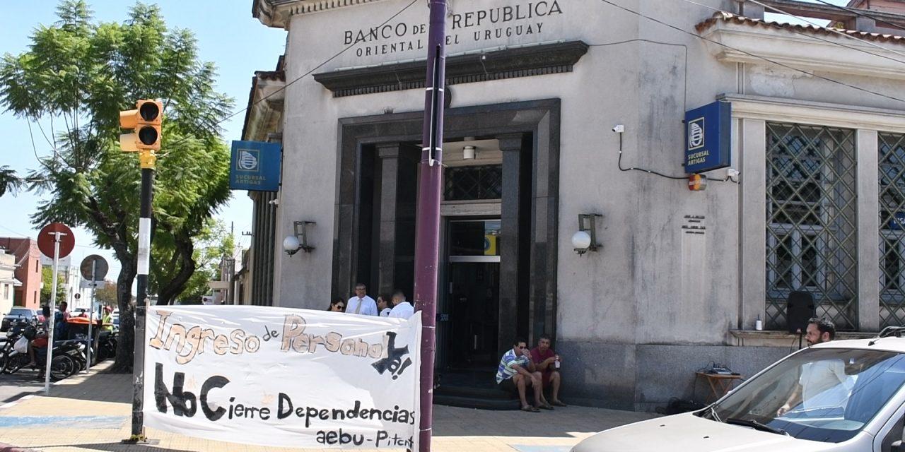 FUNCIONARIOS DEL BANCO REPÚBLICA EN CONFLICTO POR FALTA DE PERSONAL.