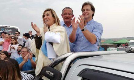 HOY ASUMEN LACALLE POU Y BEATRIZ ARGIMÓN COMO PRESIDENTE Y VICE PRESIDENTE DE LOS URUGUAYOS.