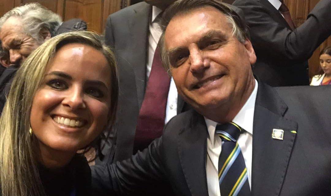 DIPUTADA DOS SANTOS BIEN CERCA DE BOLSONARO.
