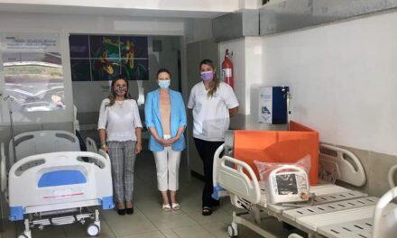 HOSPITALES DE ARTIGAS Y BELLA UNIÓN RECIBEN IMPORTANTE DONACIÓN DEL EX EMBAJADOR DE ESTADOS UNIDOS KENNET GEORGE.LA DOCTORA ARTIGUENSE Y COORDINADORA SUB REGIONAL DE ASSE, CARLA RODRÍGUEZ DE ALMEIDA, FUE UNA DE LAS GESTORAS DE ESTA CONTRIBUCIÓN.