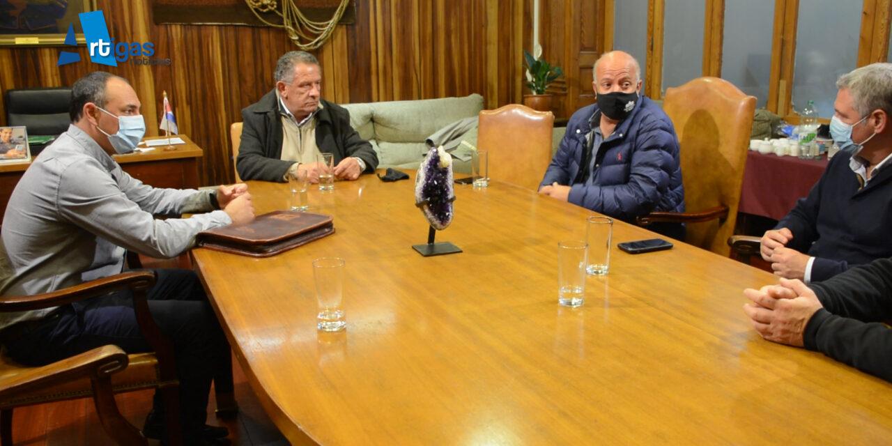 COMISIÓN TÉCNICA MIXTA DE SALTO GRANDE TRABAJARÁ EN CONJUNTO CON LA INTENDENCIA DE ARTIGAS EN VARIOS PROYECTOS DEPORTIVOS Y MEDIOAMBIENTALES.