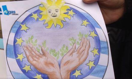 MIKE HOM ES ALUMNO DE LA ESCUELA 3 DE BELLA UNIÓN Y GANÓ UN CERTAMEN ORGANIZADO POR LA UNIÓN EUROPEA.
