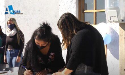 MADRES SOLTERAS RECIBIERON 8 SOLUCIONES HABITACIONALES EN TOMÁS GOMENSORO.