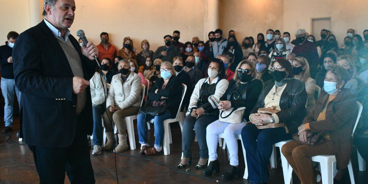 ANTE CIENTOS DE PERSONAS, ALVARO DELGADO DEFENDIÓ LA LUC EN ARTIGAS.