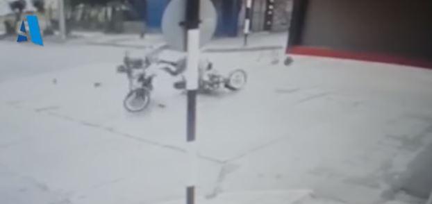 ESPECTACULAR SINIESTRO DE TRÁNSITO ENTRE DOS MOTOS EN WILSON FERREIRA ALDUNATE Y LECUEDER.