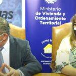 MÁS DE 200 MIL URUGUAYOS VIVEN EN ASENTAMIENTOS. EL INTENDENTE CARAM JUNTO A LA SECRETARIA DE ESTADO, FIRMARON UN CONVENIO DE COOPERACIÓN Y AYUDA MUTUA